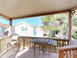 NEW LISTING! Cozy dog-friendly home w/ shared pool, hot tubs, gym, onsite golf