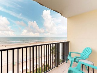 Oceanfront studio with shared pool and direct beach access!