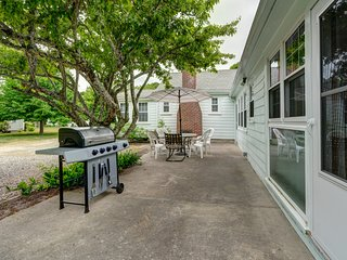 NEW LISTING! Spacious, welcoming house w/great outdoor space near beach
