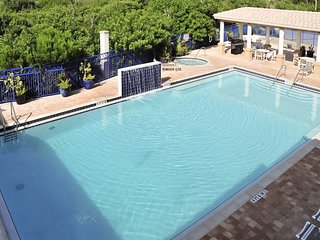 Oceanview condo w/ two shared pools, shared hot tub, and more!
