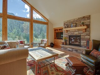 NEW LISTING! Luxury, waterfront home w/ full kitchen plus furnished deck & patio