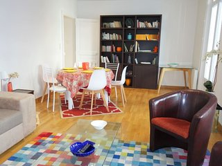 2 bedroom Apartment with WiFi and Walk to Beach & Shops - 5636629