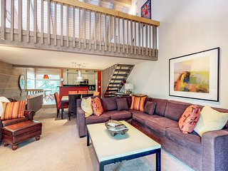 NEW LISTING! Ski-in/out condo w/ Sun Valley Lodge shared pool & hot tub access