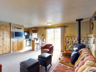 Ski-in/out condo w/ lift access, shared sauna & hot tub - Boise 20 miles away!