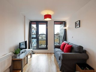Bright 2-bedroom flat, sleeps 6, nr London Bridge