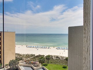 Oceanfront condo w/ ocean view, shared pool & beach access - snowbirds welcome!