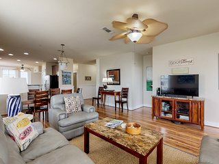 Luxurious oceanfront condo w/ shared hot tub & pool, nearby beach access!
