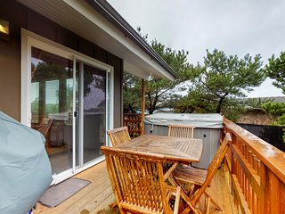 Adorable dog-friendly cottage w/ ocean views & private hot tub - beach nearby!
