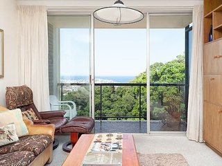 Bondi Apt. for 4 with Panoramic Ocean and Park Views