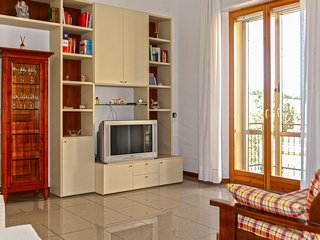 Comfortable, contemporary Italian flat - easy access to town & the Adriatic Sea