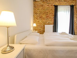 Modern loft w/ balcony & river view - walk to the Danube, Palace of Arts & more!