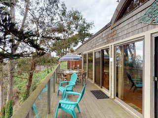 Stunning home w/ 180-degree ocean views - perfect for a Monterey Bay getaway!