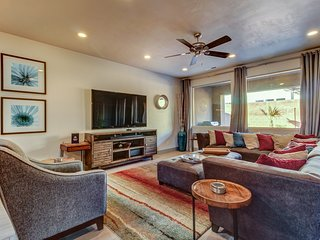Modern Home w/ Private Hot Tub on Deck, Snow Canyon view, 4 BR-All Kings