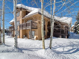 Mountain retreat w/shared hot tub & playground-close to slopes