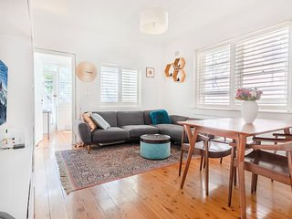 Picturesque Bellevue Hill 2BR Apt.+ Courtyard