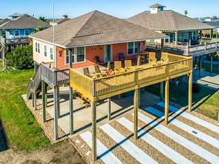 Charming raised home w/ wrap-around deck and grill - walk to the beach!