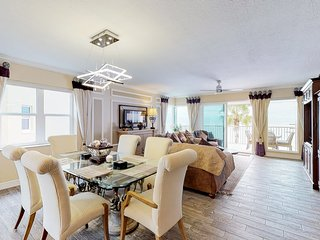 Stylish Gulf-front condo w/shared pool & hot tub-views from balcony