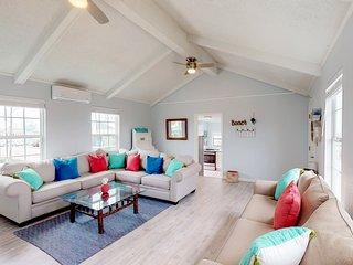 Gulf view getaway w/a furnished deck , walk to beach-dogs ok!