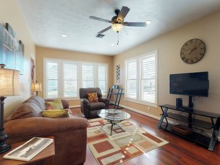NEW LISTING! Darling renovated cottage 1 block from the beach w/ enclosed yard!