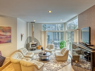 NEW LISTING! Incredible townhouse with fireplace & patios - close to the slopes!
