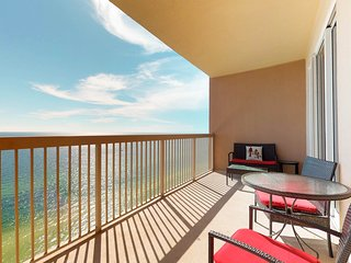 Oceanfront condo near beach w/shared pool & hot tub