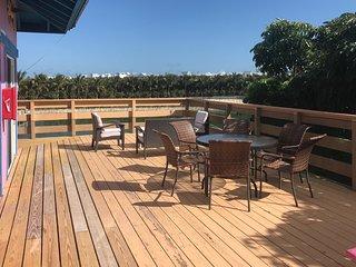Bayfront house w/ ocean views, dock & easy beach access - dogs ok!