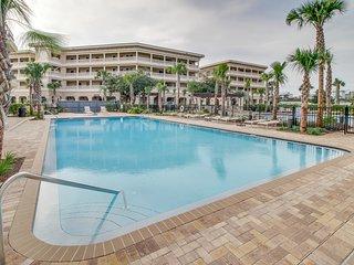Studio-style loft w/ kitchenette plus private beach access & pool oasis!