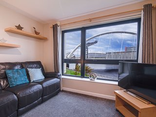 SECC/Hydro 2 bed flat with amazing views & Parking