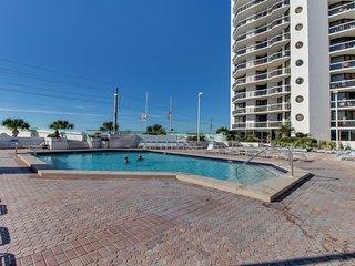 Spacious beach condo w/ shared resort pool, hot tub, gym, tennis & sauna!