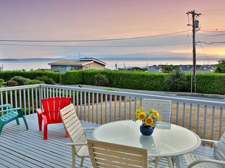 Family-friendly home with Hot tub, beach access & water view!