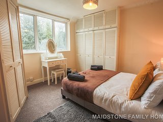Maidstone Family home for relaxing break, spacious and peaceful place