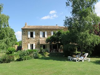 Beautiful & Charming Provencal House near UZES