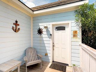 Family-friendly island home with front porch - close to the beach!