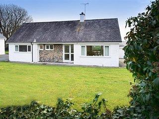 Perfect for beach lovers with great sea views - 10 Llwyn Onn Beach Hut, 10LLWY