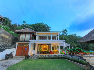 Rinisha Rumah Senja, Spectacular Sunset Seaview, Lovina Hill in North of Bali