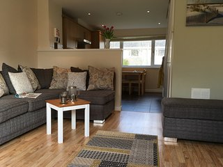 Newquay Retreat. Stylish two bedroom 4* refurbished villa close to Newquay