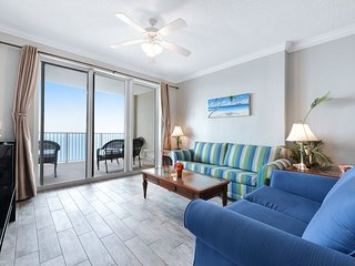 Beachfront condo with shared pool & hot tub, near Pier Park!