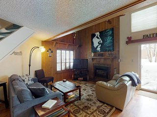 Cozy condo with fireplace & loft - close to golf, ski, lakes & more