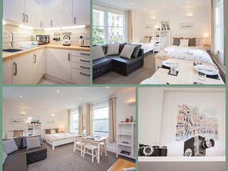 Fantastic Fun Spacious Studio Flat in central Bath, Sleeps 5 (BSRS)