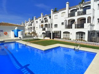 Verano Azul 59-Town Centre-close to bars, restaurants & beach-FREE wifi-air con