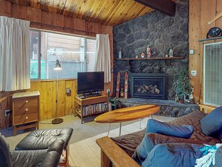 Charming cabin with forest views, free WiFi, and more!