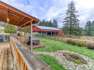 Dog-friendly home w/ large fenced yard, firepit, & private hot tub