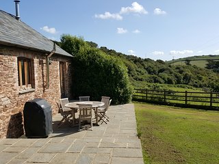 Bigbury on Sea, cute 2 bed cottage close to golf course and dog friendly beach