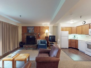 NEW LISTING! Family-friendly condo on route to slopes w/shared pool/hot tub/gym