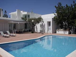 4 bedroom Villa with Pool and WiFi - 5047313