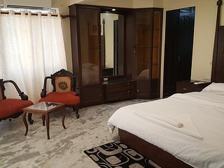 APT 4 - Space Butler - Dwarkadhish, holiday rental in Vagholi
