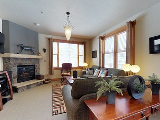 NEW LISTING! Updated condo w/shared pool, hot tub & sauna, plus private garage!