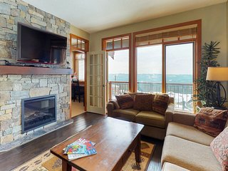 Stunning family-friendly condo w/private hot tub and ski-in/ski-out access