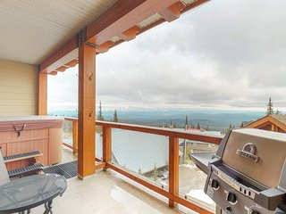 Ski in/ski out condo with a private hot tub, patio, heated parking, & ski locker
