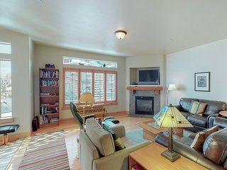 NEW LISTING! Beautiful home w/shared pool, hot tub & fitness center nearby